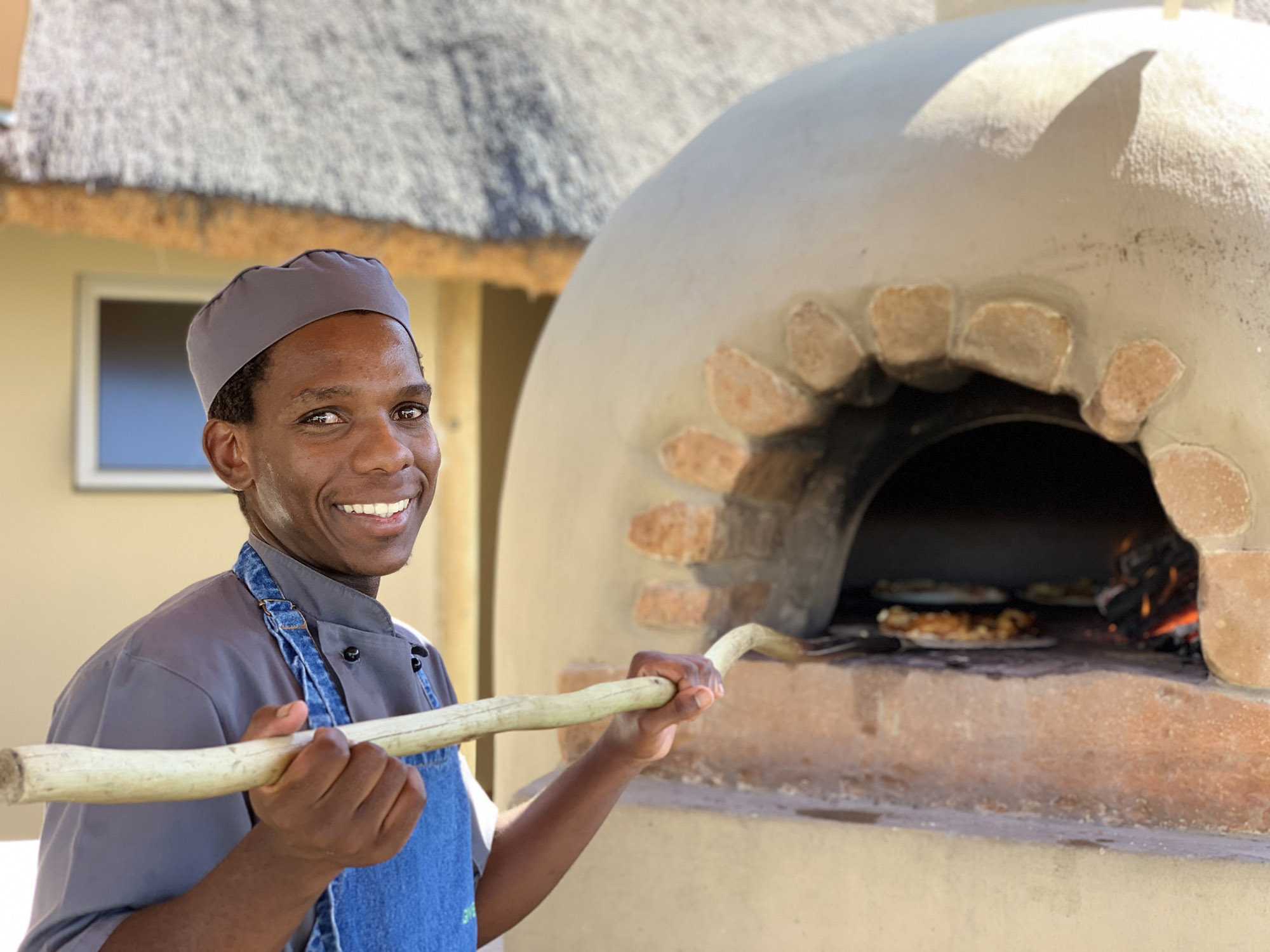 Ndaka safari lodge - pizza oven