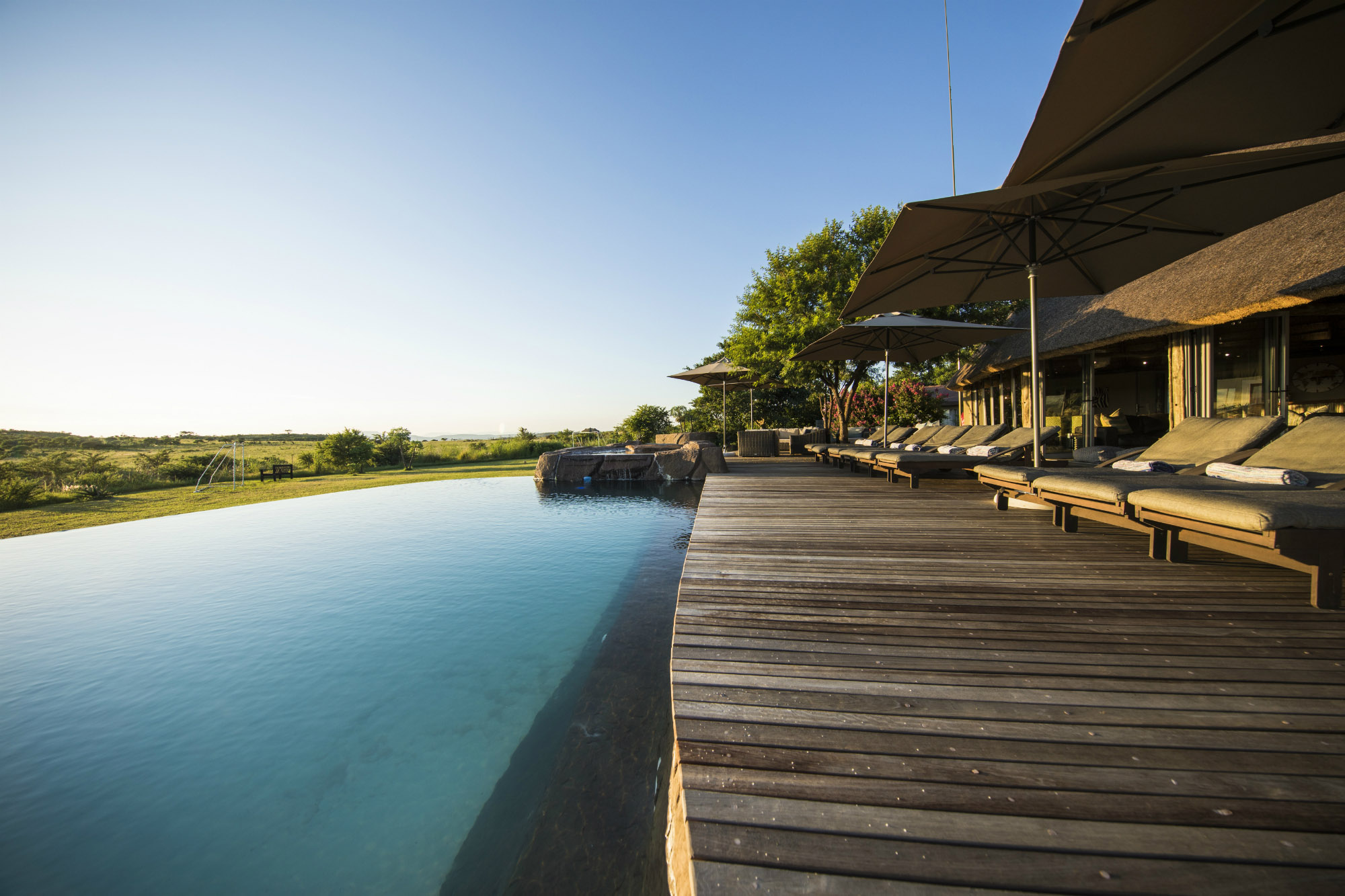 Ndaka safari lodge - pool deck